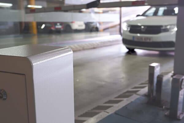 SmartLPR Access camera reads license plates