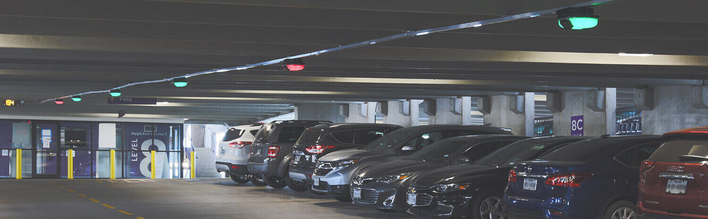 Exemplo de um sistema de orientação de estacionamento