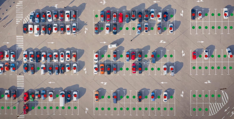 Foto do sistema de orientação para estacionamento ao ar livre